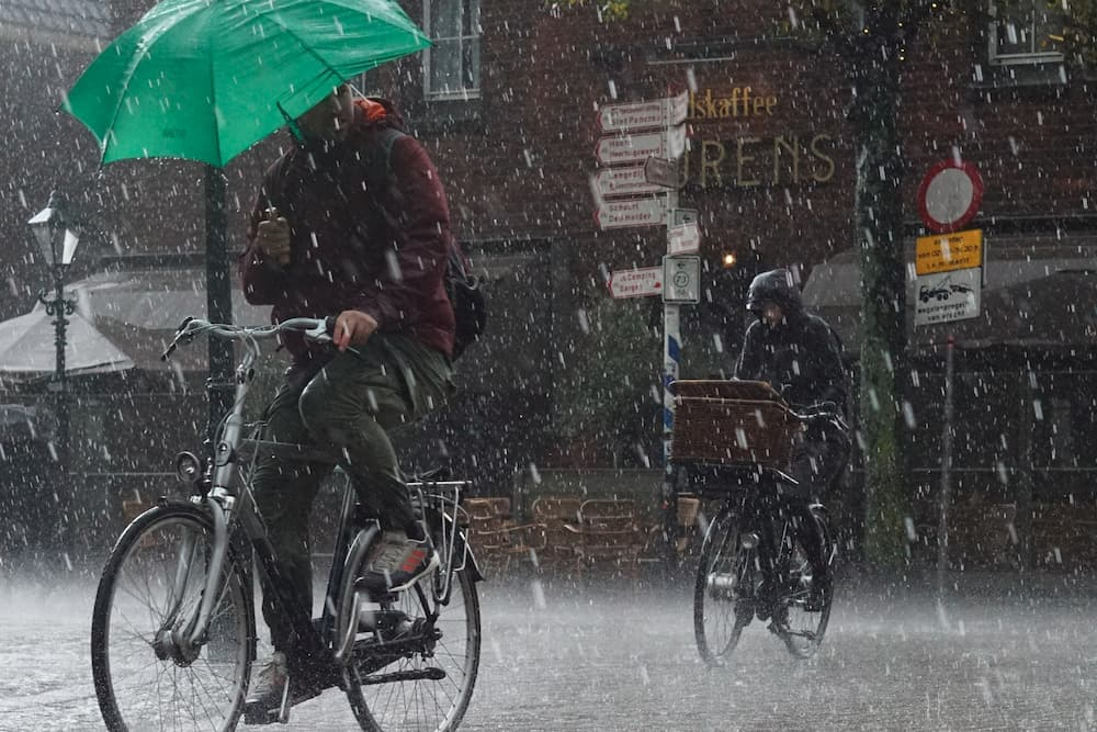 How To Ride A Bike With an Umbrella In The Rain?