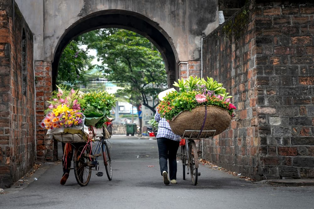 How To Carry Flowers On A Bike?