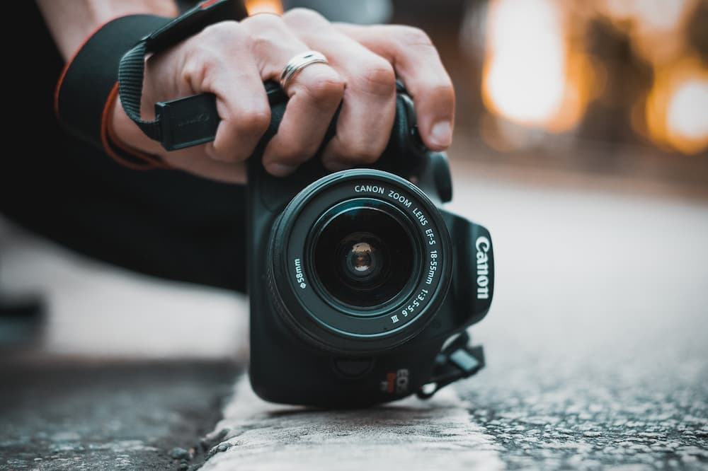 Read more about the article How To Carry DSLR On Bike?