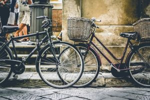 Read more about the article Front Bike Basket vs Rear Bike Basket – The Feature Comparison